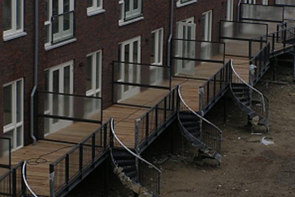 Bordessen - Rotterdam: Bordesconstructies, spiltrappen, leuningwerk en frans balkonhekken. Renovatie Spangen te Rotterdam