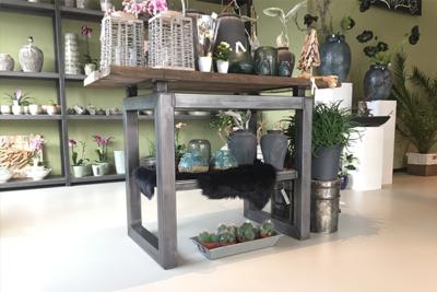 Cortenstaal meubel bloemenzaak
