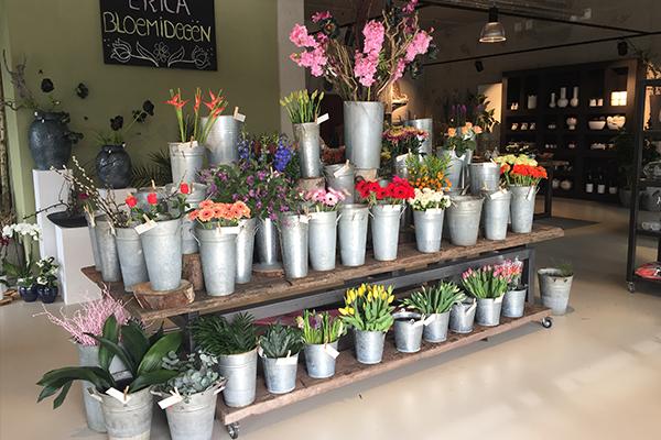 Metalen tafel bloemenzaak