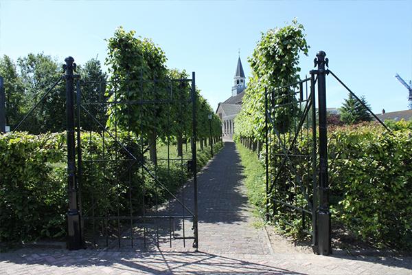 Hekwerk - Papendrecht: Restauratie toegangspoort grote kerk Papendrecht